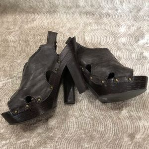 """Kensie Girl Distressed """"Taylor"""" Sandals Brown  8M"""